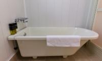 Gakuto Villas Bathtub   Hakuba, Nagano   Ministry of Chalets