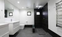 Hakuba Slopeside Chalet Master Bathroom | Hakuba, Nagano | Ministry of Chalets