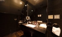 Phoenix One Bathroom | Hakuba, Nagano | Ministry of Chalets