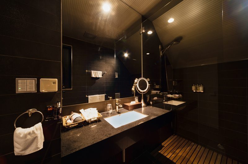 Phoenix One En-suite Bathroom | Hakuba, Nagano | Ministry of Chalets
