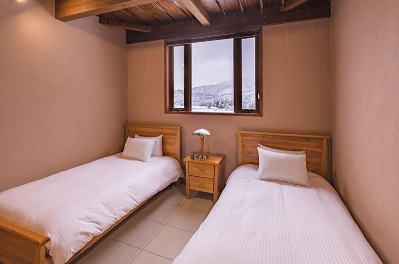 Powderhouse Twin Bedroom with Lamps | Hakuba, Nagano | Ministry of Chalets