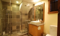 Byakko Bathroom | Hirafu Izumikyo 1, Niseko | Ministry of Chalets