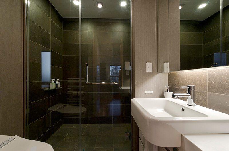 Forest Estate En-suite Bathroom | Middle Hirafu Village, Niseko | Ministry of Chalets