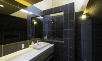 Greystone En-suite Bathroom | Hirafu, Niseko | Ministry of Chalets