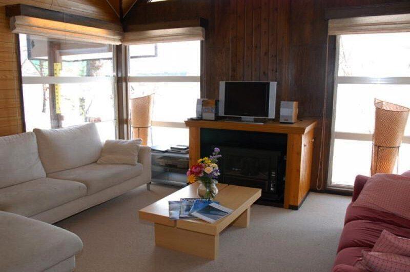 Jurin Cottage Living Room | Hirafu Izumikyo 1, Niseko | Ministry of Chalets