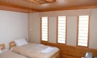 Jurin Cottage Twin Beds | Hirafu Izumikyo 1, Niseko | Ministry of Chalets
