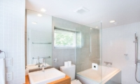 Kon M 3br Chalet En-suite Bathroom | Middle Hirafu Village, Niseko | Ministry of Chalets