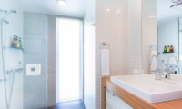 Kon M 3br Chalet Bathroom | Middle Hirafu Village, Niseko | Ministry of Chalets