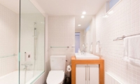 Kon M 1br Studio Bathroom | Middle Hirafu Village, Niseko | Ministry of Chalets