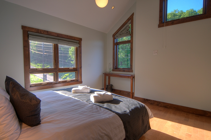 Mangetsu Lodge Upper Level Bedroom | Hirafu, Niseko | Ministry of Chalets