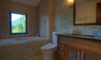 Mangetsu Lodge Bathroom with Bathtub | Hirafu, Niseko | Ministry of Chalets