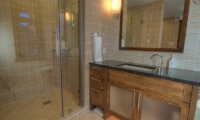 Mangetsu Lodge Bathroom with Shower | Hirafu, Niseko | Ministry of Chalets