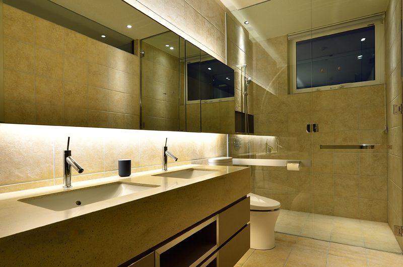Mukashi Mukashi Bathroom Area | Hirafu, NIseko | Ministry of Chalets