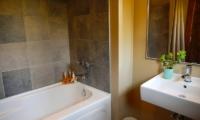 Niseko Creekside Bathtub | Hirafu, Niseko | Ministry of Chalets
