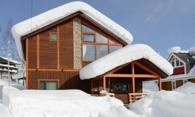 Tahoe Lodge Entrance | Hirafu, Niseko | Ministry of Chalets