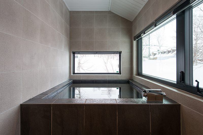 Tahoe Lodge Bathtub | Hirafu, Niseko | Ministry of Chalets