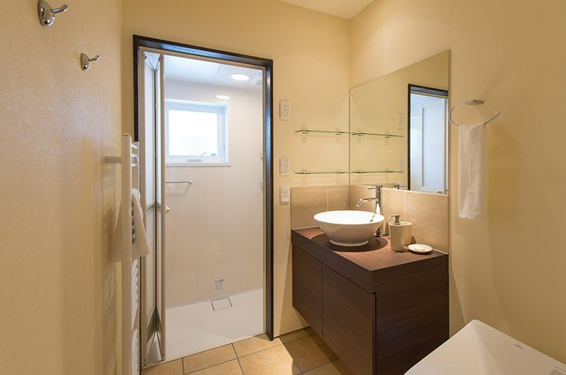 Tahoe Lodge Guest Bathroom | Hirafu, Niseko | Ministry of Chalets