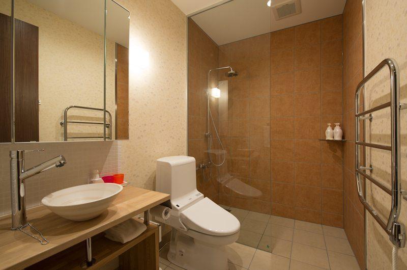 The Orchards Niseko Akagashi En-suite Bathroom | St Moritz, Niseko | Ministry of Chalets