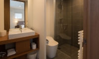 The Orchards Niseko Hinoki En-suite Bathroom | St Moritz, Niseko | Ministry of Chalets
