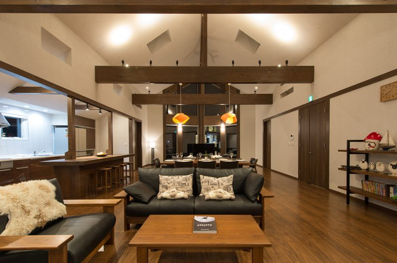 The Orchards Niseko Kaki Dining and Kitchen Area | St Moritz, Niseko | Ministry of Chalets