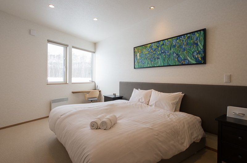 The Orchards Niseko Sawara King Size Bed with View | St Moritz, Niseko | Ministry of Chalets