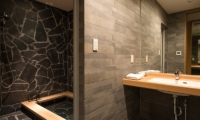 The Orchards Niseko Take Bathroom with Jacuzzi | St Moritz, Niseko | Ministry of Chalets