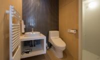 Yorokobi Lodge En-suite Bathroom | Hirafu, Niseko | Ministry of Chalets