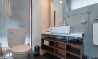 Yuki Ten Bathroom Area | Hirafu, Niseko | Ministry of Chalets
