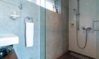 Yuki Ten Shower | Hirafu, Niseko | Ministry of Chalets