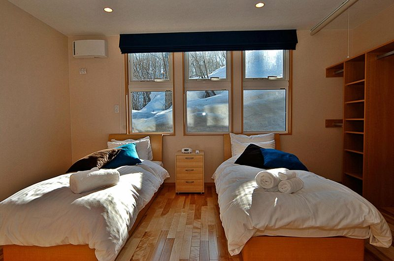 Casi 67 West Twin Bedroom with Lamps | Hirafu, Niseko | Ministry of Chalets