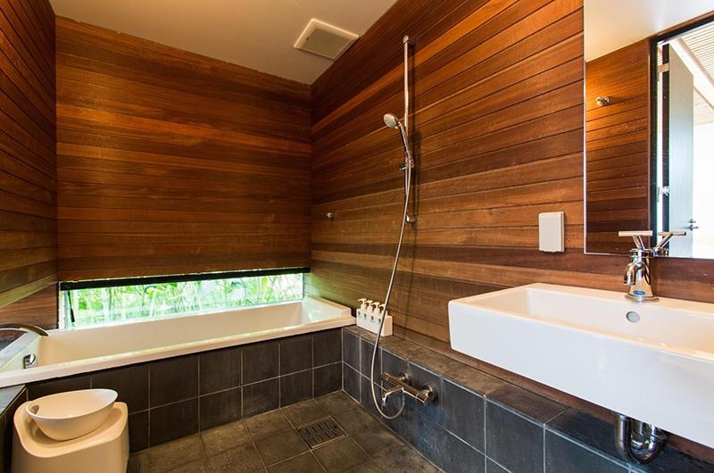 Sekka Ni Sekka Ni 3 Bathroom | Hirafu, Niseko | Ministry of Chalets